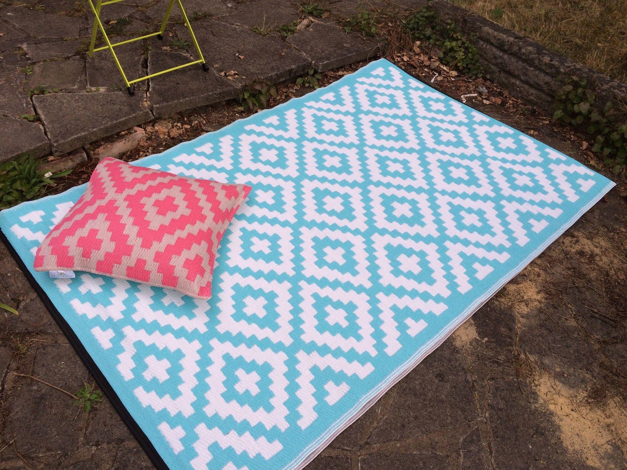 Nirvana Blue/White Indoor/Outdoor Area Rug