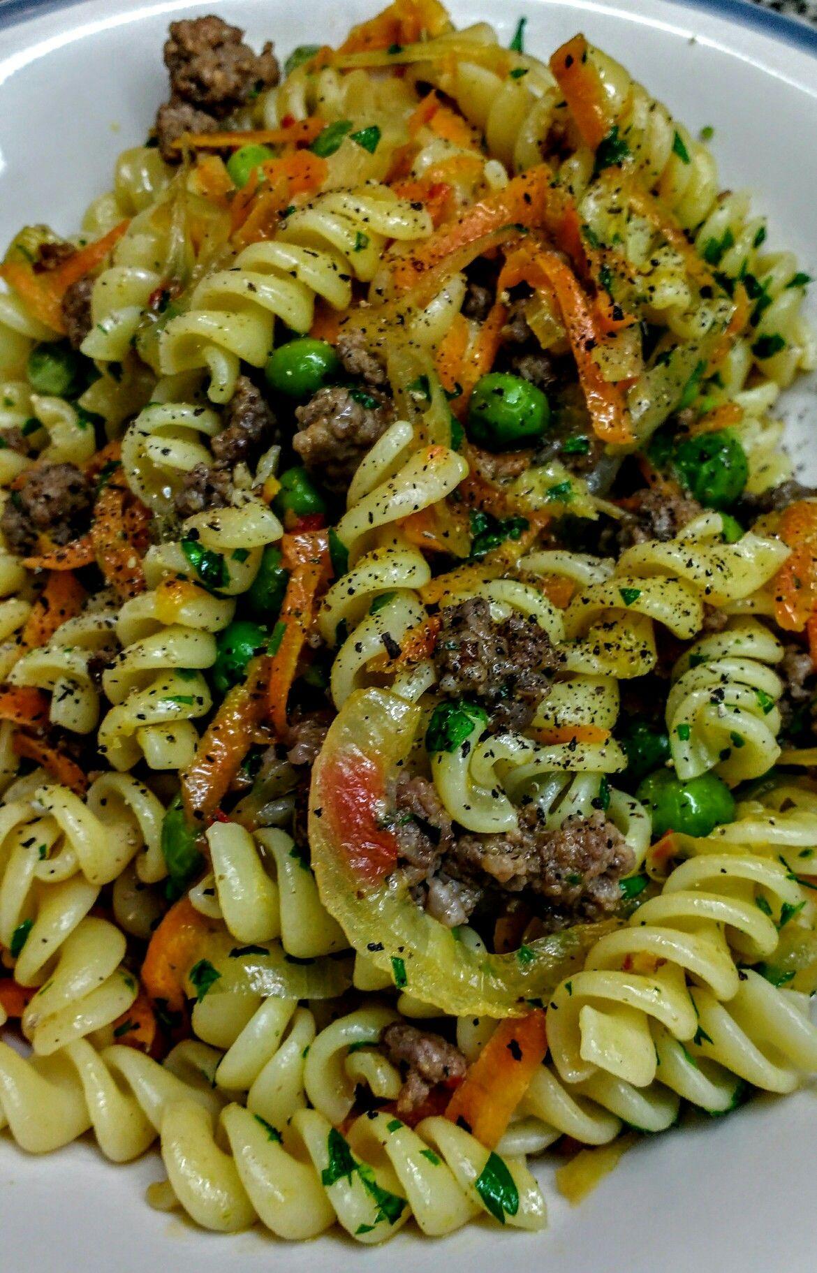 Pasta Corta Con Carne Picada Cebolla Ajo Zanahoria Y Arvejas Pasta Corta Gastronomia Pasta Ingredientes para hacer mayonesa de arvejas y zanahorias pasta corta con carne picada cebolla