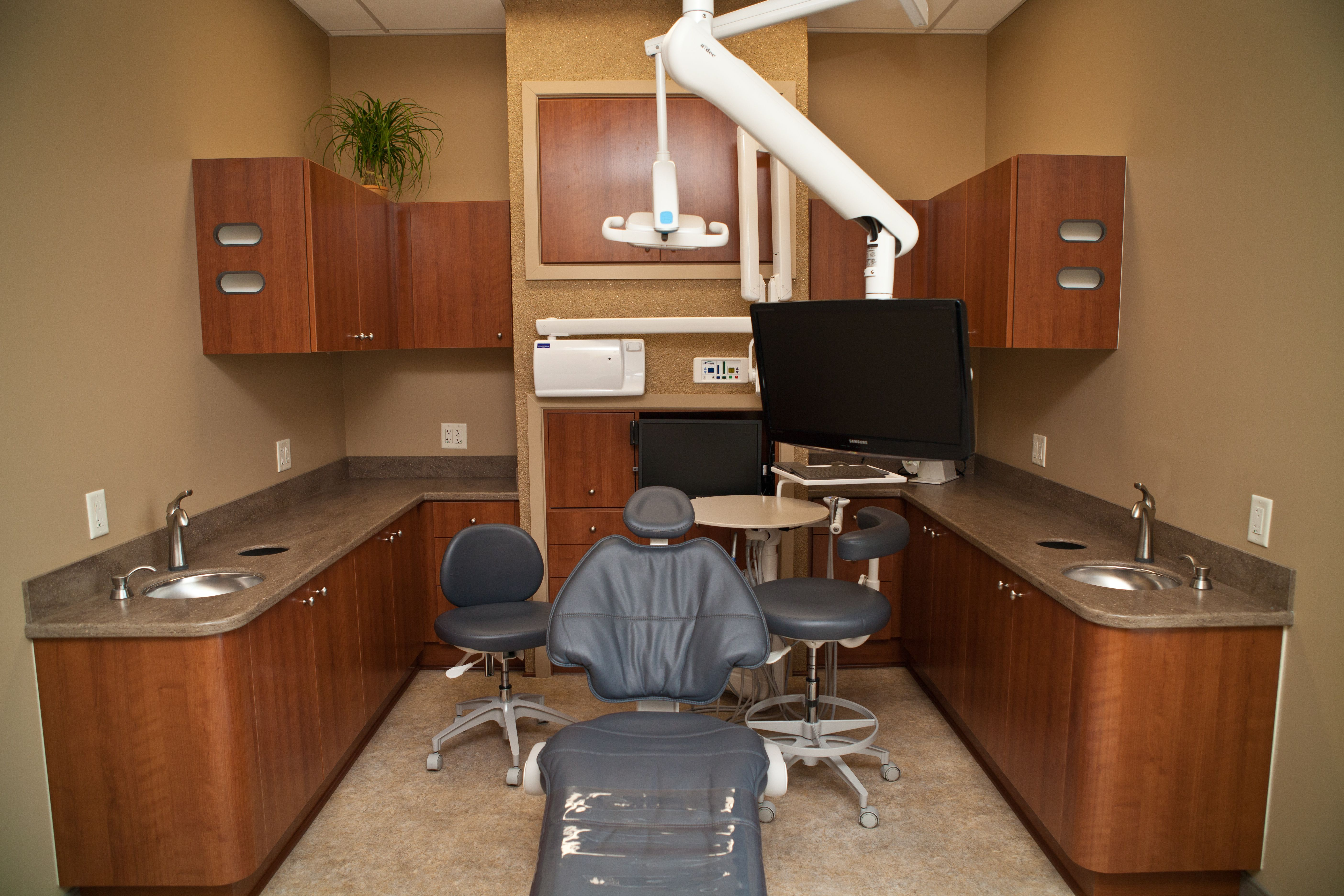 dental treatment room with all the amenities: Bose noise reduction headphones, neck pillows, relaxation chair, & TV