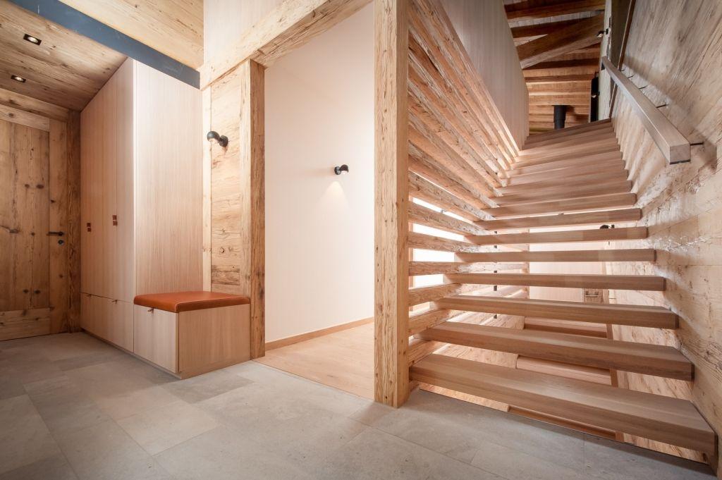 Edles Treppenhaus aus Altholz | Wohnen und Deko | Home ...