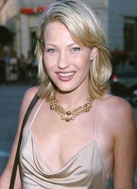 Joey Lauren Adams  - 2018 Regular blond hair & alternative hair style.