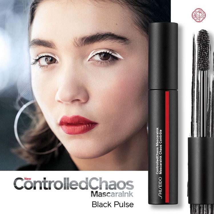ShiseidoControlled Chaos Mascara Ink #01 Black Pulse 4 ml. ที่สุดของมาสคาร่า สร้างสรรค์ขนตางอนงาม เพิ่มความหนาแบบสุดและลิฟขนตาอย่างเกินจินตนาการด้วยแปรงรูปทรงเฉพาะ เมื่อเซทตัวเนื้อมาสคาร่าจะเคลือบขนตายาวนานตลอดวัน ให้ขนตาคุณงอนยาวอย่างมีวอลลุ่ม   เรียงเส้นสวยจากโคนจรดปลาย มาพร้อมกับลูกเล่นทั้ง 4 เทรนด์สี สร้างลุคสวย ไม่ว่าจะเป็นลุคธรรมชาติหรือดรามาติคลุค