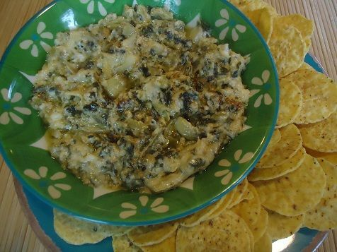 Healthy Crock Pot Recipes: Hot Spinach and Artichoke Dip #crockpotspinachandartichokedip Artichoke Dip...Need to find a healthier version but this time used fat free sour cream and fat free parm. #crockpotspinachandartichokedip
