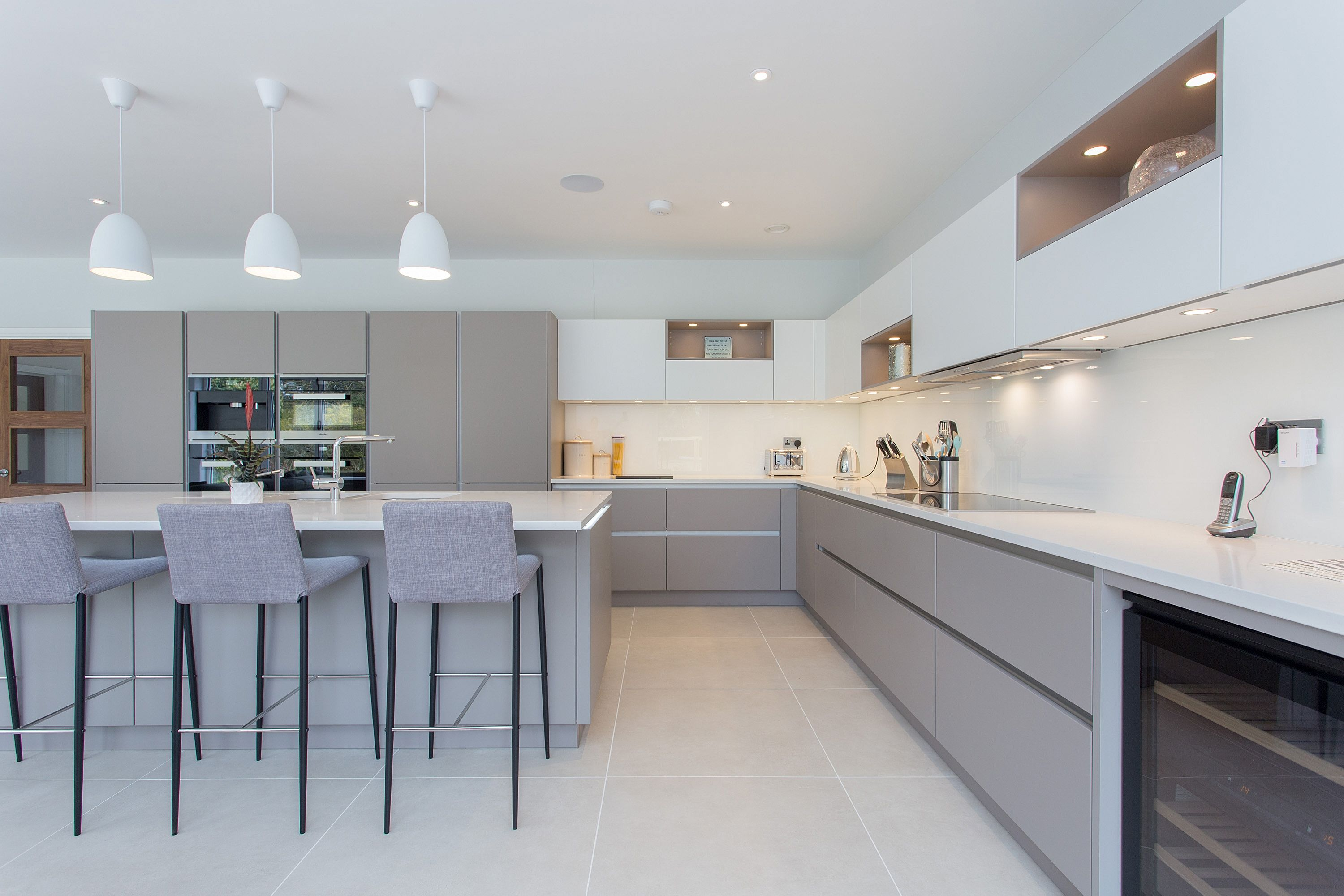 Nolte handleless kitchen in soft lac white and lava flat - Nolte cocinas ...