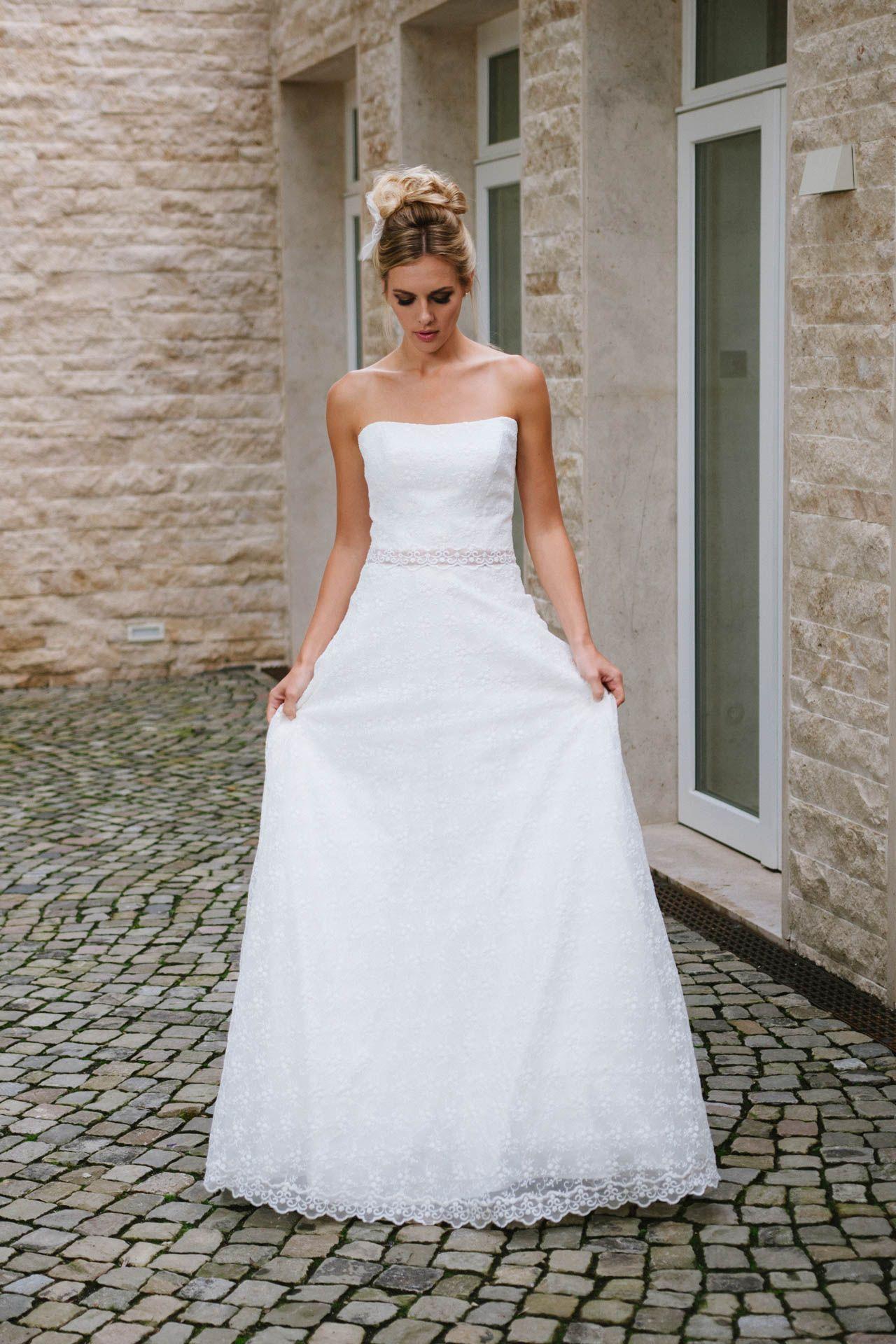 Hochzeitskleid trägerlos Spitze | Hochzeitskleid und Schuhe ...