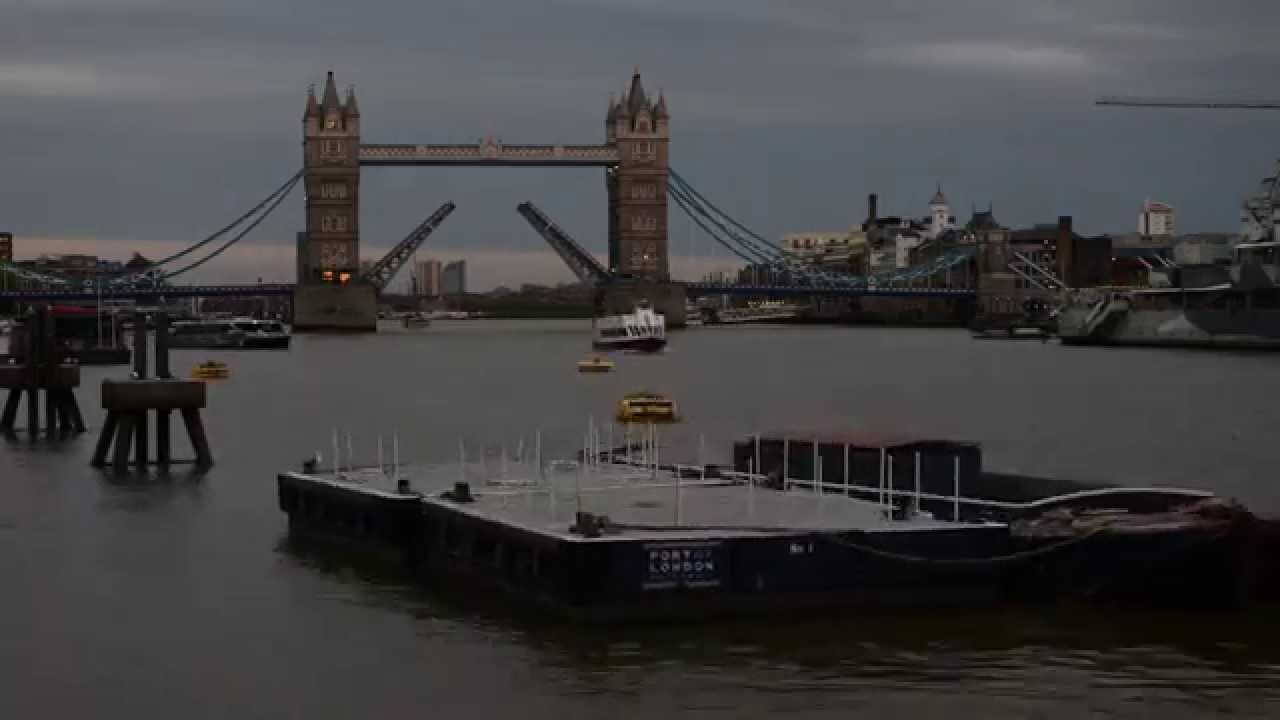 London Goes By - A Time Lapse Film