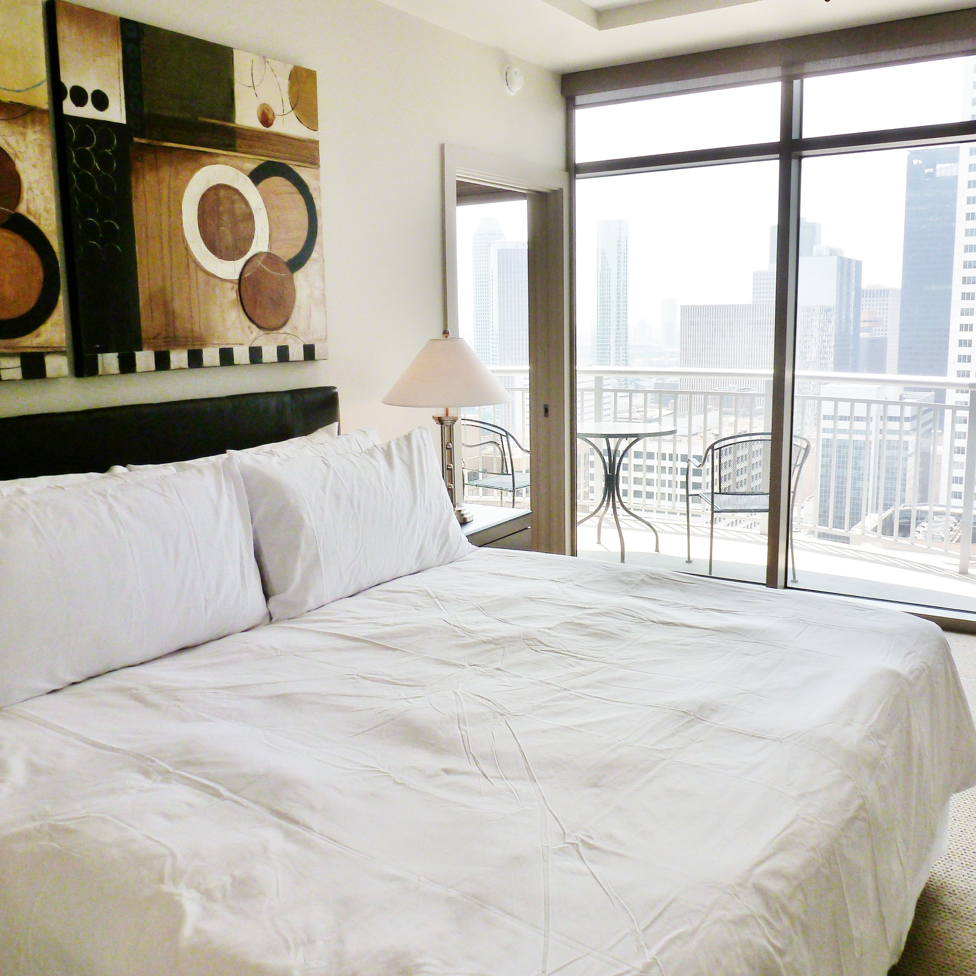 One Park Place in Houston, TX has fully furnished