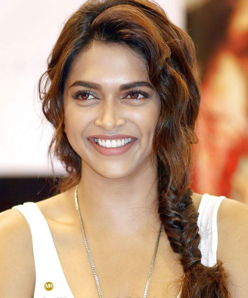 Deepika Padukone Hd Wallpaper Maiden Release Deepika Padukone Beautiful Bollywood Actress Celebrities
