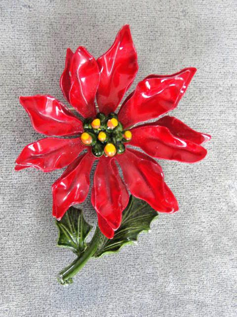 Large Poinsettia Flower Pin Brooch 2 3 4 By Victoriajamesdesigns 22 00 Poinsettia Flower Christmas Tree Art Flower Pins