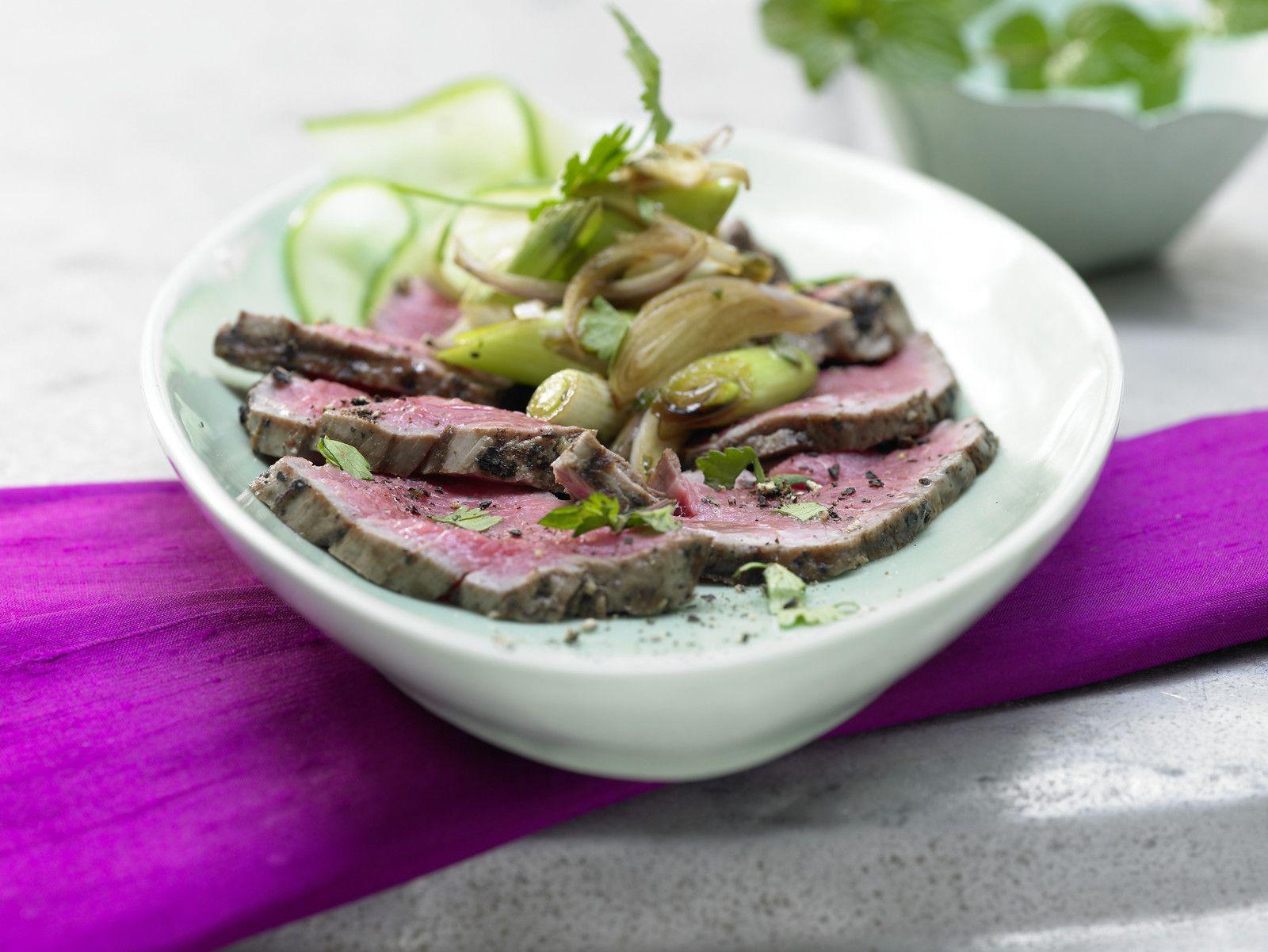 """Ich liebe gutes Steak und asiatisches Essen. Der """"Thailändische Rindfleischsalat"""" verbindet beides und gehört deshalb zu meinen liebsten EAT SMARTER-Rezepten! Nicole"""