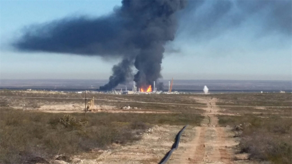 Developing Major Explosion At Texas Gas Plant [Video
