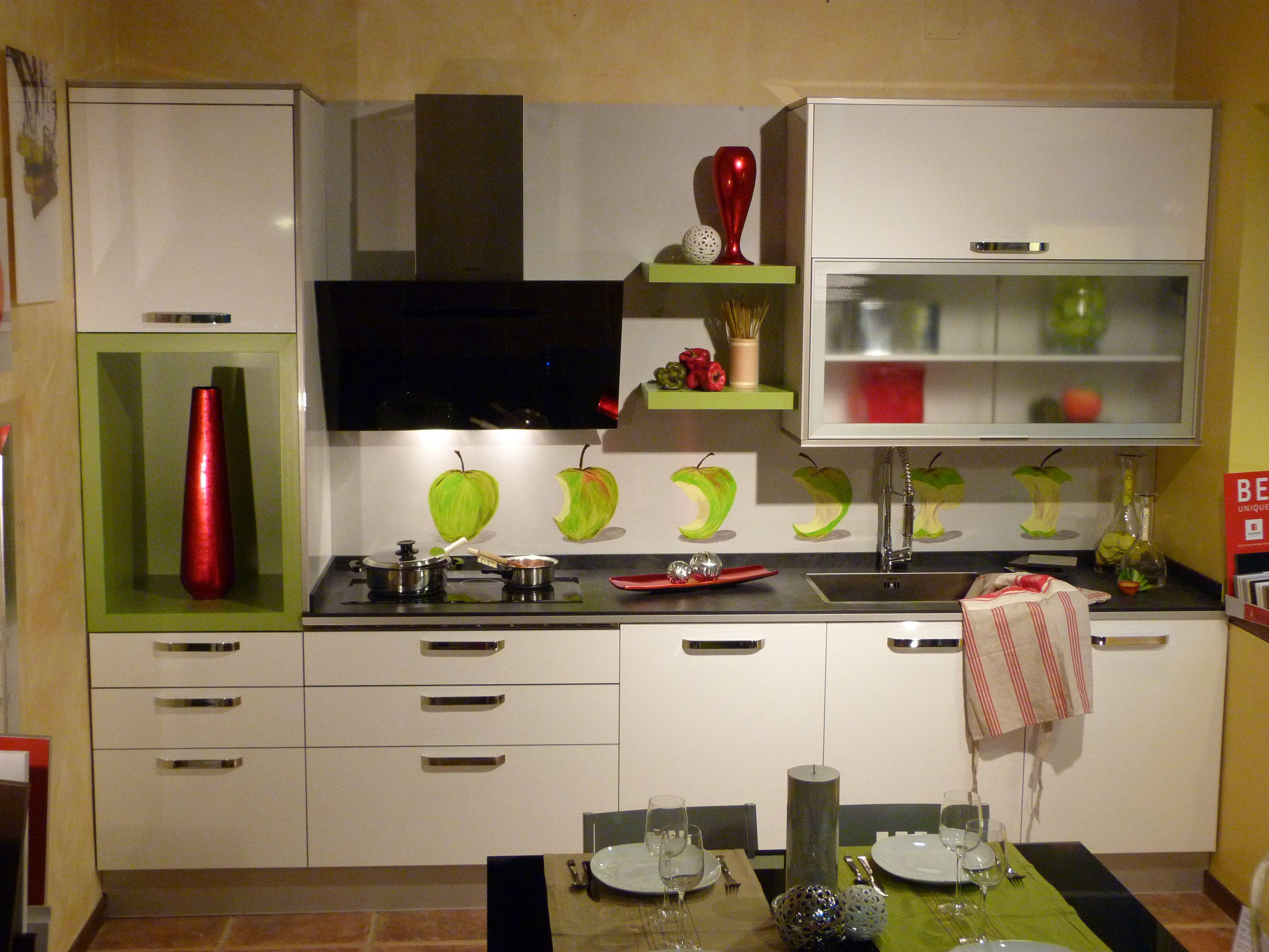 Cocina en formica blanca brillo cantos pvc efecto cristal - Formica para cocinas ...