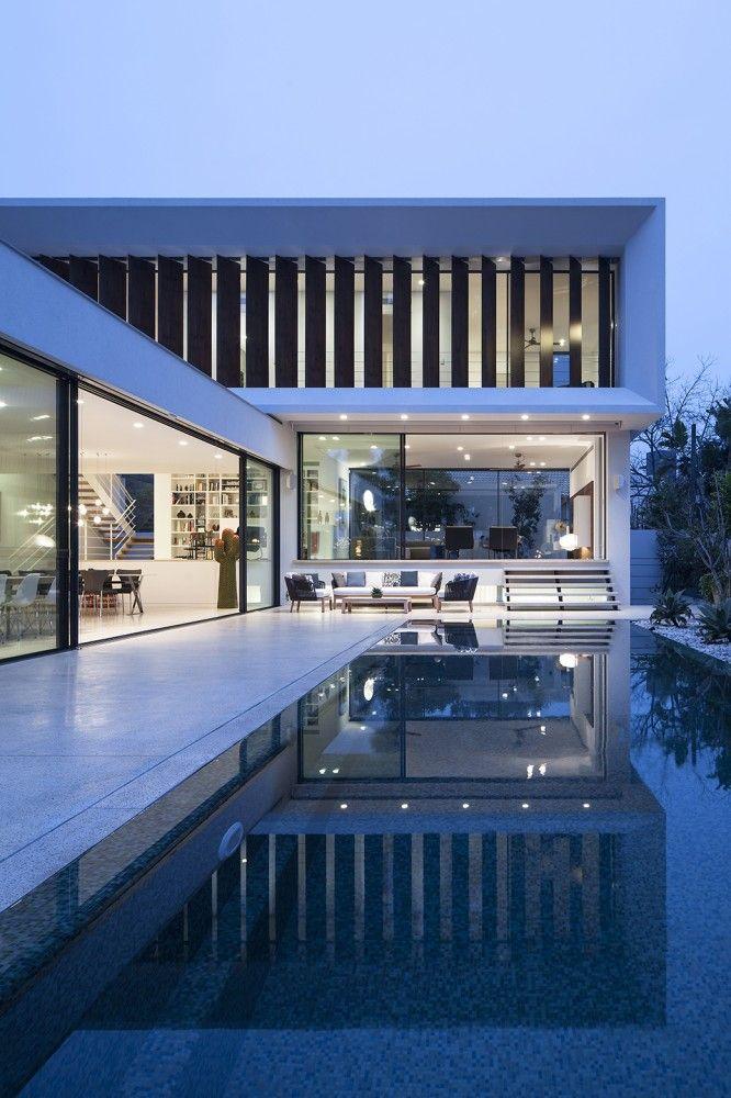 Découvrez cette belle maison moderne à lintérieur au design luxueux et élégant et qui offre un cadre de vie exceptionnelle à la famille qui y habite