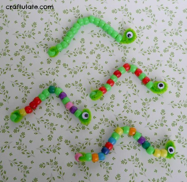 Cute Pipe Cleaner Inchworm Craft  sc 1 st  Pinterest & Cute Pipe Cleaner Inchworm Craft | Motor skills Pipes and Craft