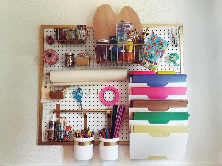 Lochplatten Aus Holz Und Kunststoff Fur Mehr Ordnung Zu Hause Bastelecke Einrichten Schreibtische Kinderzimmer Kinderzimmer Organisieren