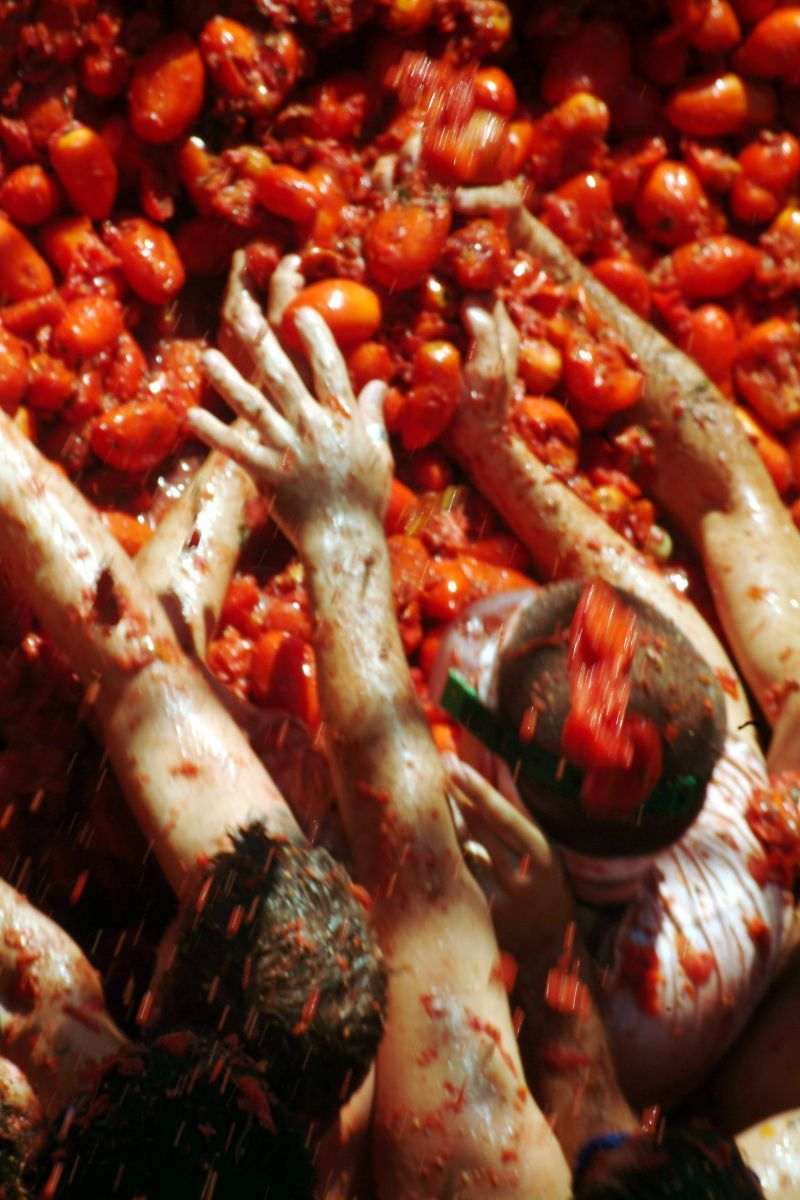 Painting the town red: Fotos de La Tomatina