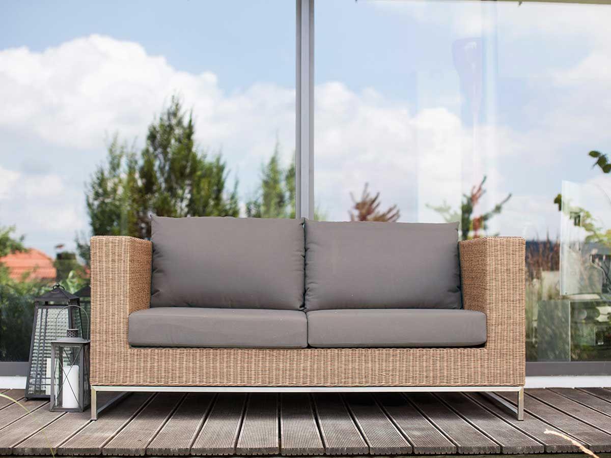 Edles Loungesofa Ameland Von Outliv Das 2 Sitzer Sofa Aus Eukalyptus Geflecht Eignet Sich Fur Den Indoor Und Outdoorb Gartenstuhle Lounge Mobel Gartenmobel