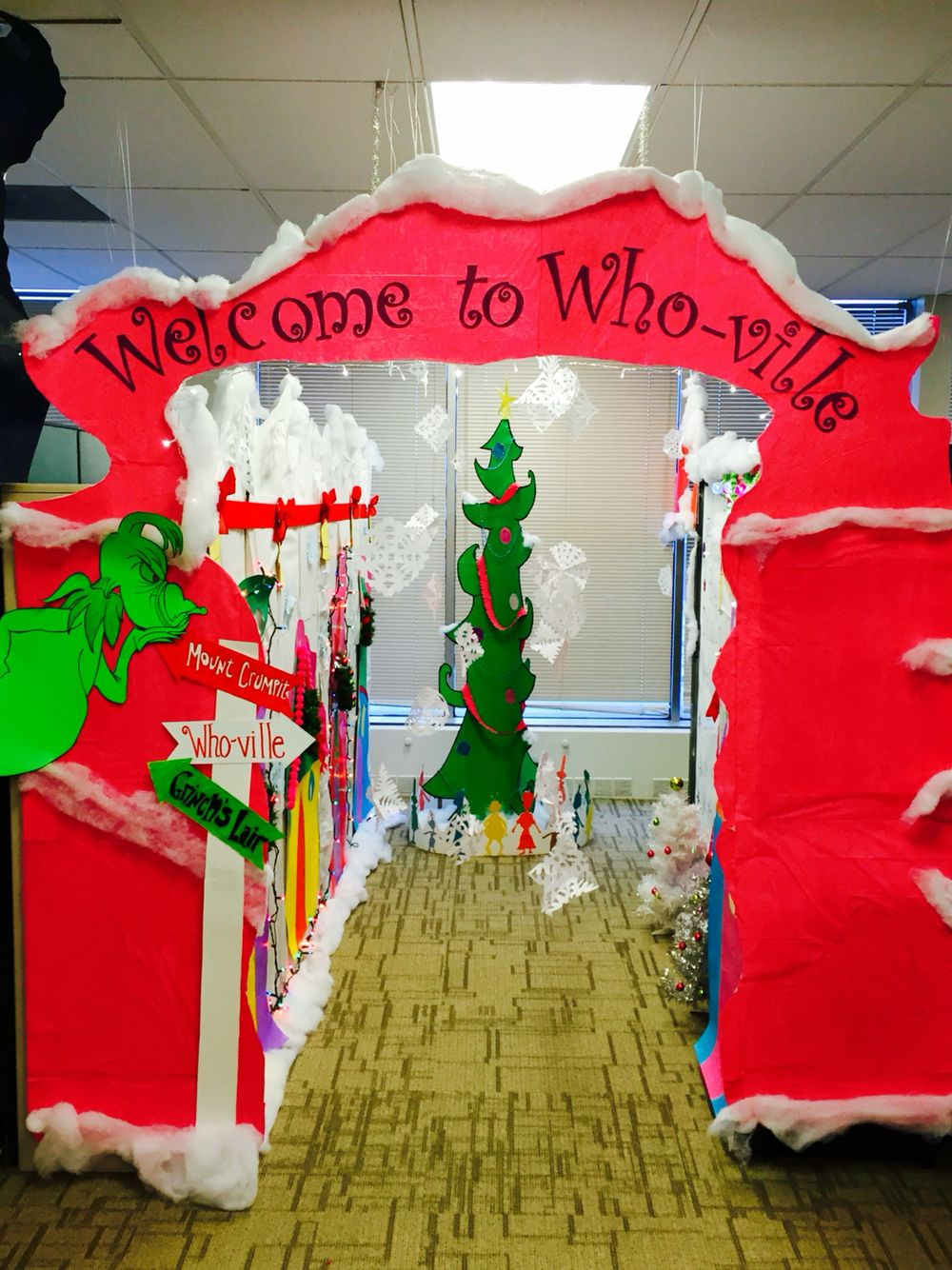 welcome to whoville the grinch cubicle christmas pinterest
