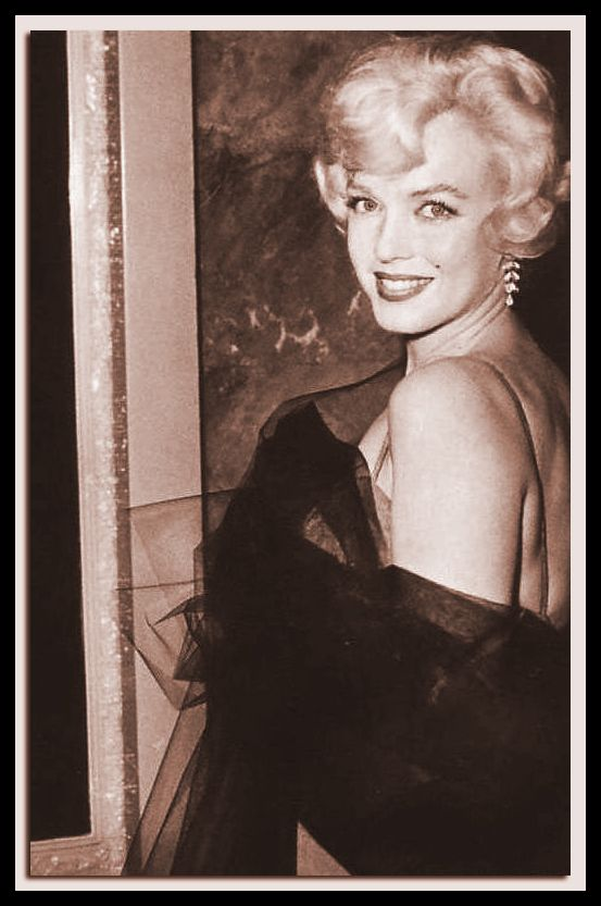 July 10 1958 Marilyn Monroe attended the premiere of the play Gigi at the Paramount Theater on Hollywood Boulevard !