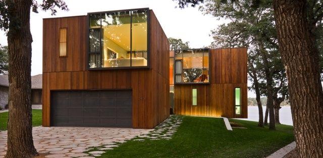 Fassadengestaltung modern stein  Naturbelassene Holz-Fassade mit großen Fensterflächen ...