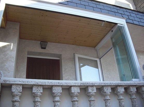 Cierre de balc n con cortina de cristal porches - Cristales para techos ...