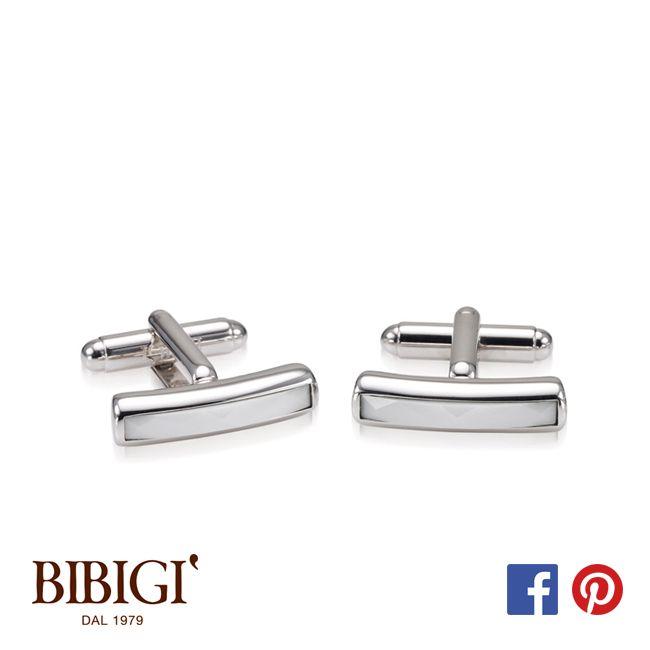 Un design minimalista e materiali classici formano la collezione di gemelli UOMO Bibigì. Disegni non convenzionali che si adattano facilmente alla vita di tutti i giorni per l'uomo che non sa rinunciare al classico.