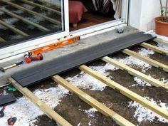 tutoriel expliquant comment poser une terrasse en bois composite sur lambourde et plots rglables lames - Comment Poser Des Lames De Terrasse Composite