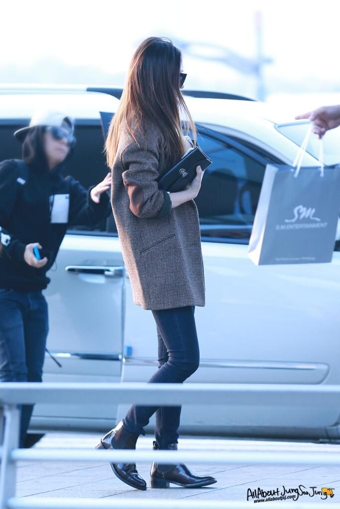 Krystal Jung Airport Fashion #casual #coat #beige #winter #jeans #boots #streetstyle #style #fashion