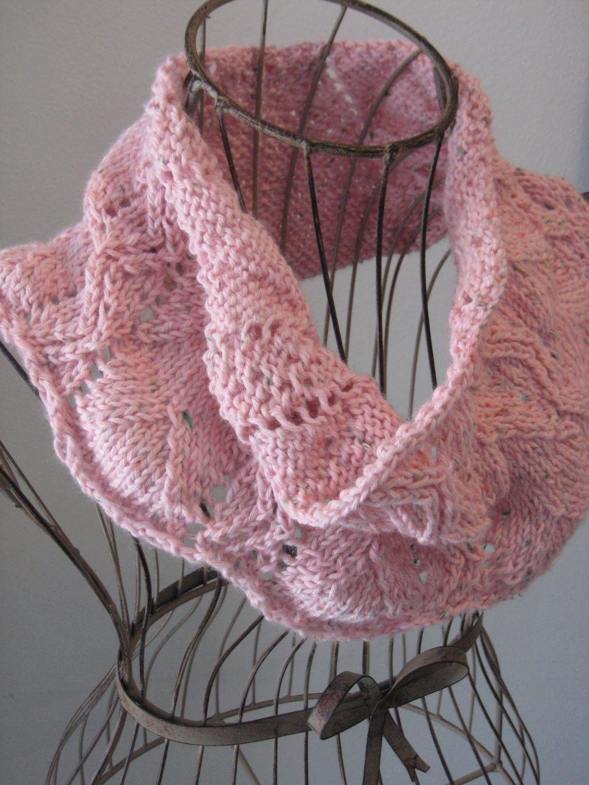 Balls to the Walls Knits: Rustic Lace Cowl. Free pattern Less than ...