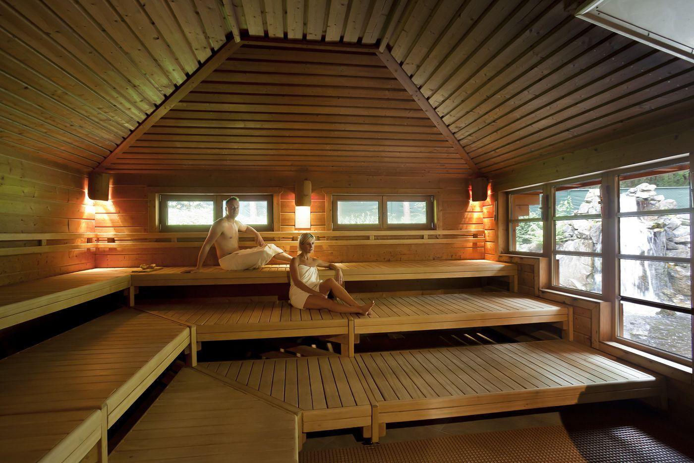 Kom tot rust en schoonheid... Hezemeer Sauna Sunshine Beauty biedt je een uitgebreid aanbod van topklasse saunafaciliteiten: verschillende sauna's, zonnebanken, een unieke hamam met rasul en zeepmassage, een prachtig beautycomplex met een zeer gevarieerd aanbod aan schoonheidsverzorgingen en massages. Bekijk alle details op http://www.relaxy.be/wellness/eindhout/5-hezemeer/ #relaxybe #sauna #spa #wellness