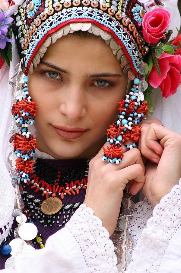 Bulgaria /// by Камен Загоров.......................... HERMOSA CÓMO UNA FLOR AL INICIO DE PRIMAVERA.