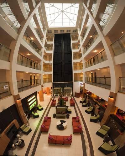 Holiday Inn Sarasota Airport Sarasota Florida Conveniently Located Next To Sarasota Bradenton International Airport Th Florida Hotels Holiday Inn Sarasota