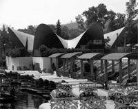 """Restaurante """"Los Manantiales"""", Xochimilco. Felix Candela y Joaquin Alvarez, 1958."""