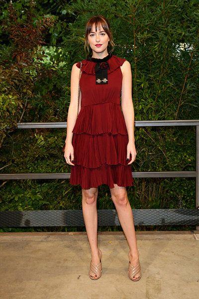 La actriz acudió al programa The Tonight Show de Jimmy Fallon y deslumbró con un alegre y llamativo vestido de Gucci.