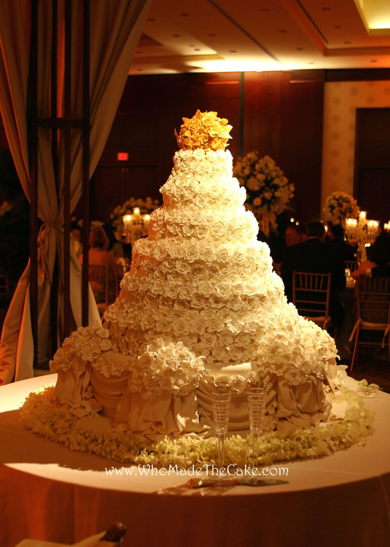 This Beautiful Cake Is Covered In Over 2500 Sugar Paste Roses Eared People Magazine The Bride Was Inspired By Donald Trump S Wedding