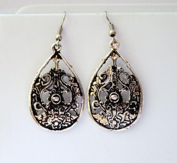 vintage style drop dangle flower design earrings. by YoshisCloset