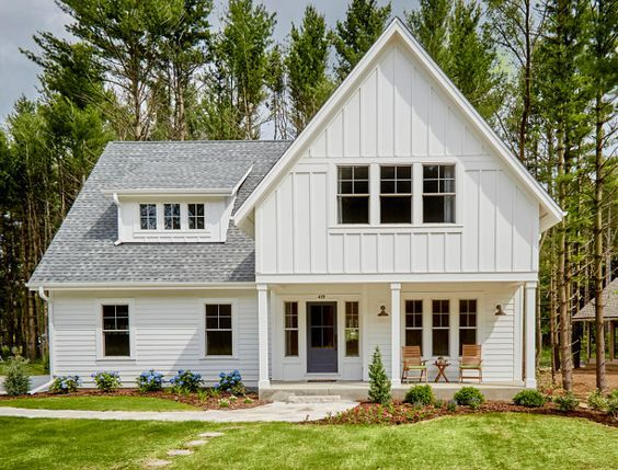 Modern Farmhouse Siding Color Siding Is James Hardie In Arctic White Top Half Is Board And Ba Modern Farmhouse Plans Modern Farmhouse Exterior House Exterior