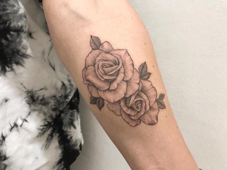 tatouage rose femme symboliques styles et tendances. Black Bedroom Furniture Sets. Home Design Ideas
