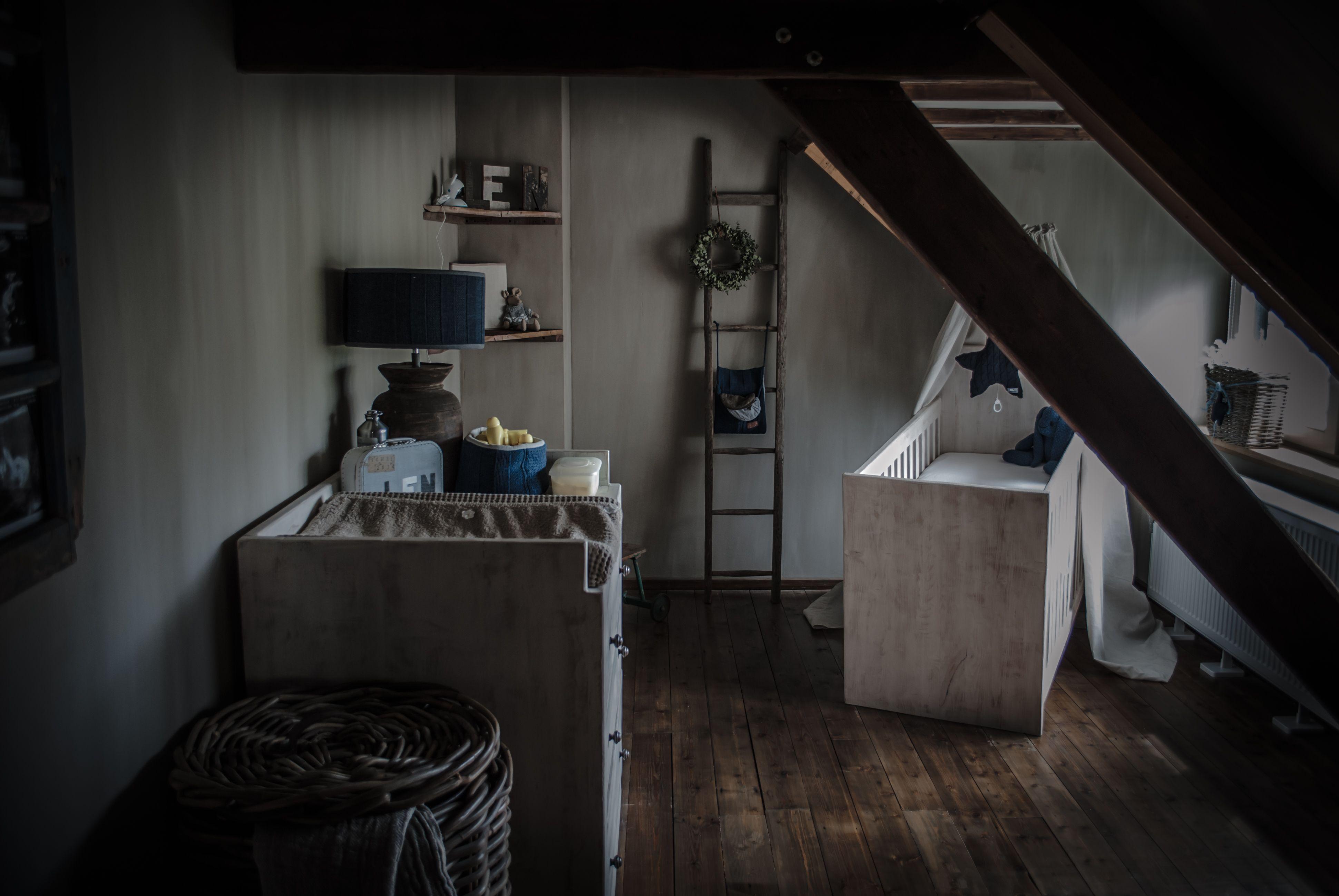 Slaapkamer Woonboerderij Coby : Landelijke babykamer met een beetje hoffz en leuke decoratie van
