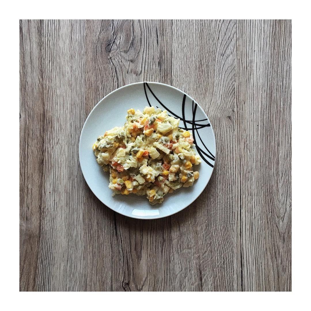 You know it's Easter when there's #salatkajarzynowa 😂🌱 #vegan #veganeats #veganeating #veganrecipe #veganuary #veganuary2019 #veganuk #veganism #veganfood #veganfoods #veganfoodblog #veganglutenfree #veganlunch #veganlife #veganlifestyle #veganliving #healthyfood #wegańskie #weganizm #healthyrecipes #weganka #glutenfree #żrętrawę