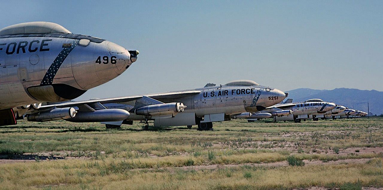 Deposito de aviões antigos nos EUA | Military pictures