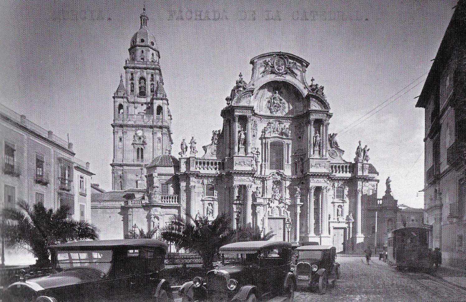 plaza belluga tranvía y cochitos Murcia