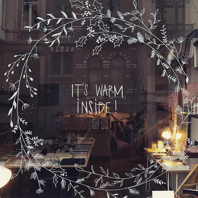 "LUNDI on Instagram: ""🎄Our Christmas window 🎄 #christmasinbrussels #christmaswindow #illustration #chalkpaint #christmaswreath #lundistationerystore…"""