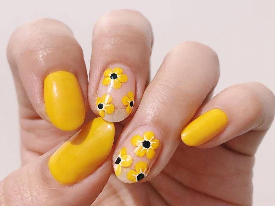 10 Yellow Nail Art Ideas 2019 | Makeup.com #sunflowernails #sunflowerchristmastree