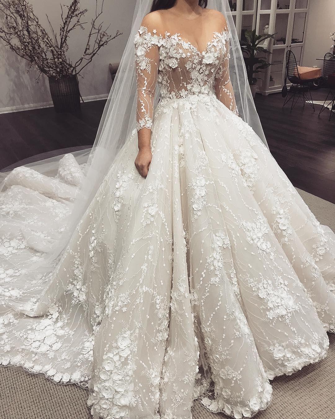 @WeddingForward // Dieses Stück zeigt definitiv eine glamouröse und verschwenderische Stimmung. ….
