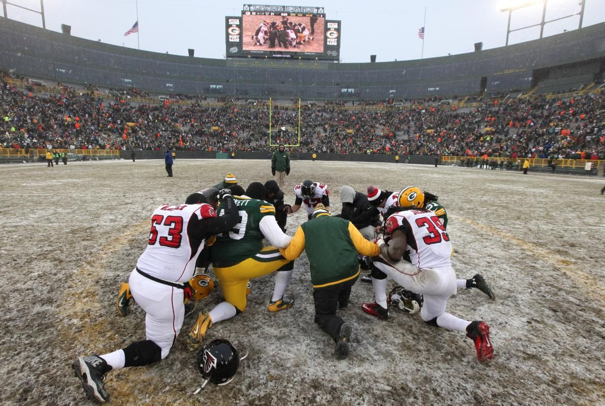 Players Praying After The Game Packers Green Bay Packers Fans Green Bay Packers