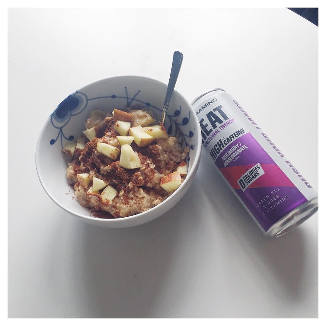 #havregrød#ymmy#lunch#nutramino#energydrink#health#fitness#healthy#IntermittentFasting#fitfam#fitfamdk#weightloss#dullermedmuller#fitspo#foodporn#sundhed#sund2016#fruit#instadaily#friday#fitbd#royalcopenhagen#megamussel#oatmeal#interiør by linelarsens