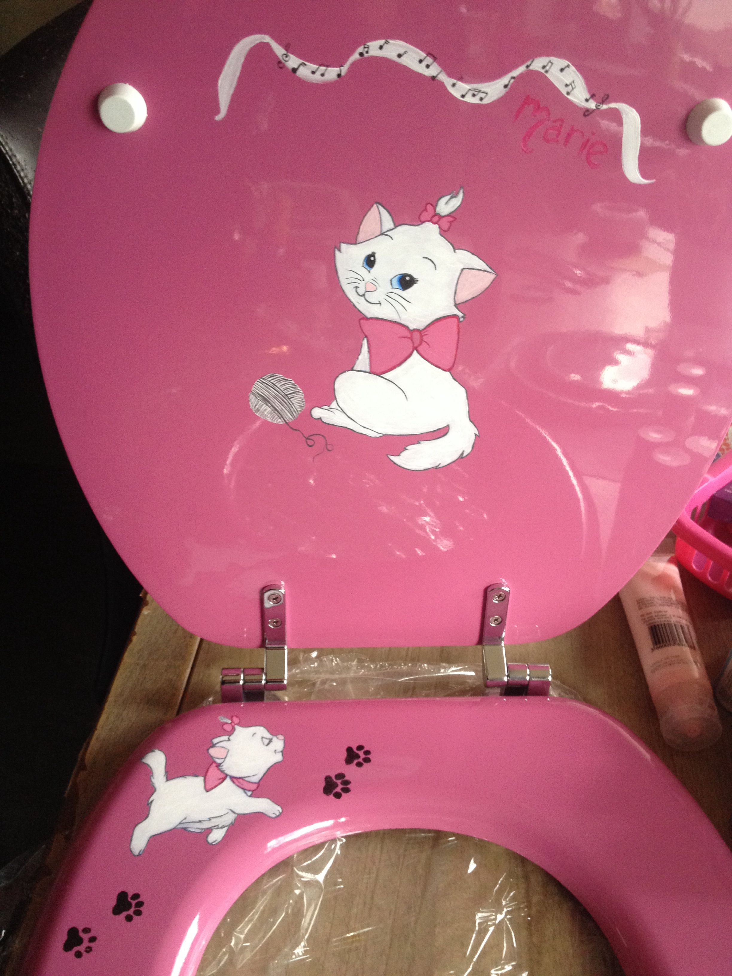 I painted this toilet Seat for my little sister.