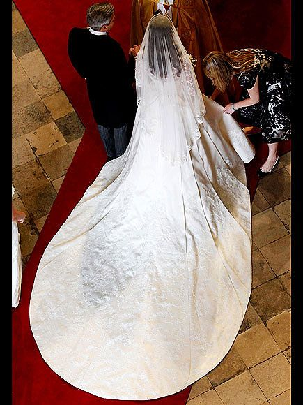 Royal Wedding Gown Kate Middleton S Alexander Mcqueen Kate Middleton Wedding Dress Royal Wedding Gowns Kate Middleton Wedding