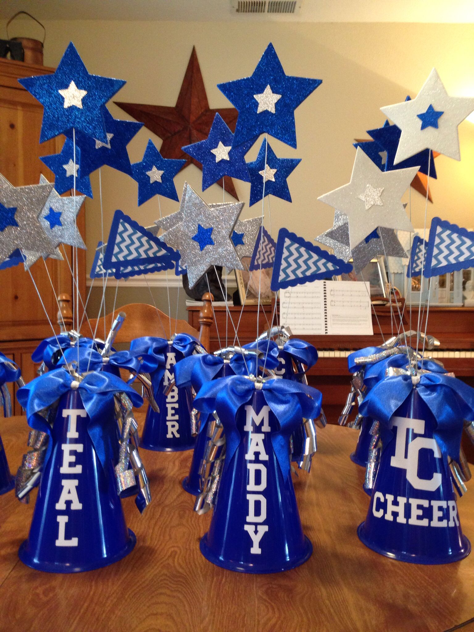 Centerpieces for 2014 tchs titan cheer banquet tchs for Cheerleading decorations